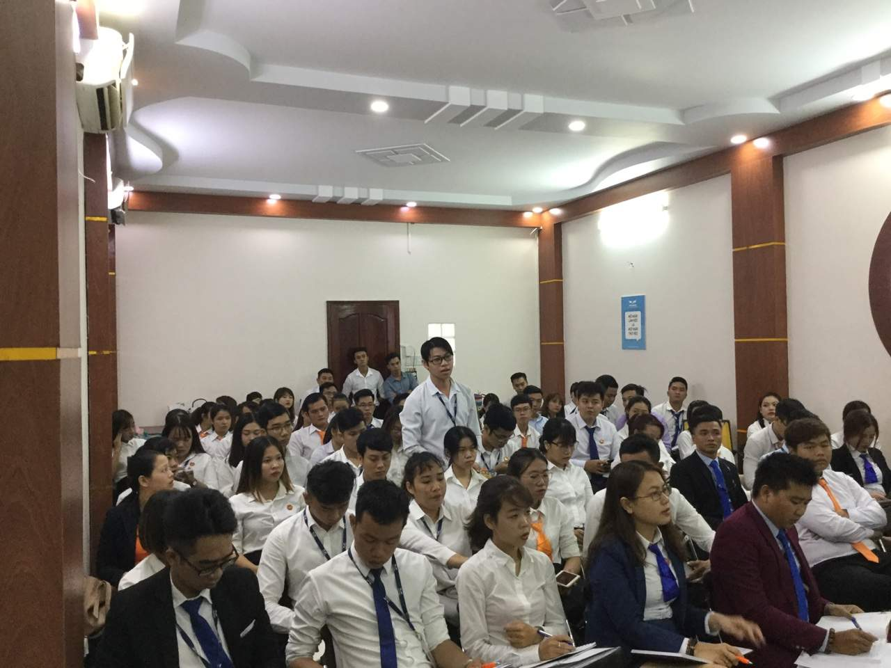 Nhân sự phát triển tại cuộc họp nội bộ