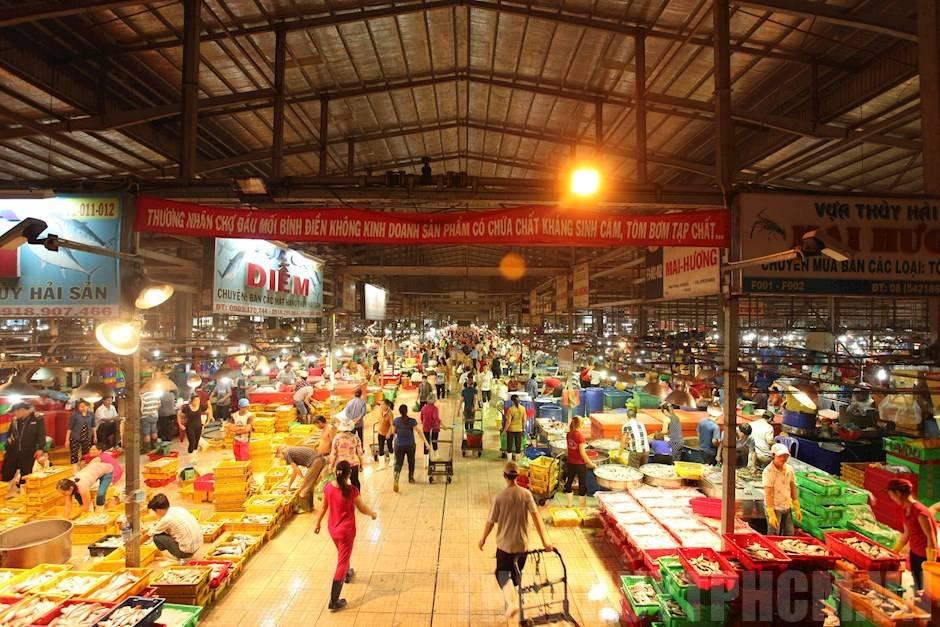 Mua bán tấp nập xuyên đêm tại chợ Bình Điền - Yeshouse