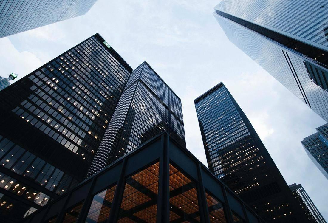 Đầu tư trực tiếp vào thị trường, các doanh nghiệp bất động sản