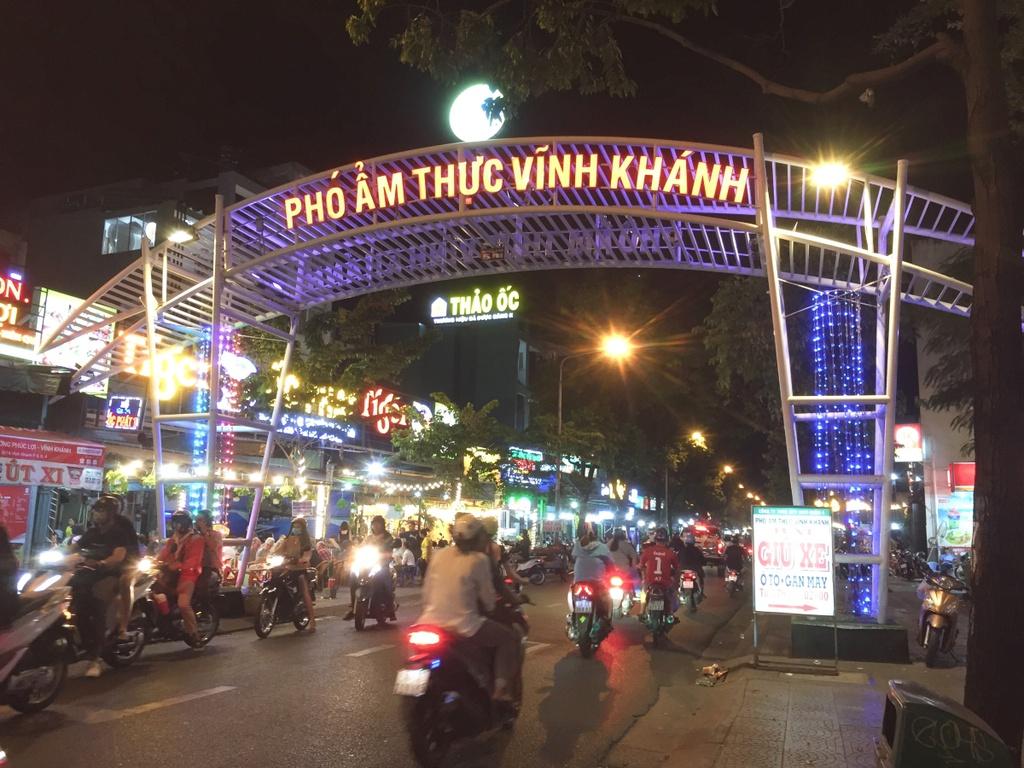 Một góc phố ẩm thực Vĩnh Khánh quận 4 - Yeshouse