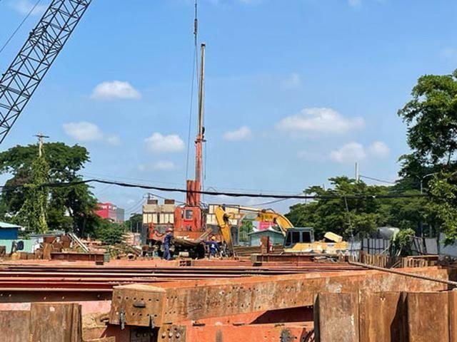 Công nhân vẫn tất bật thi công dự án xây dựng hầm chui Nguyễn Văn Linh - Nguyễn Hữu Thọ - yeshouse