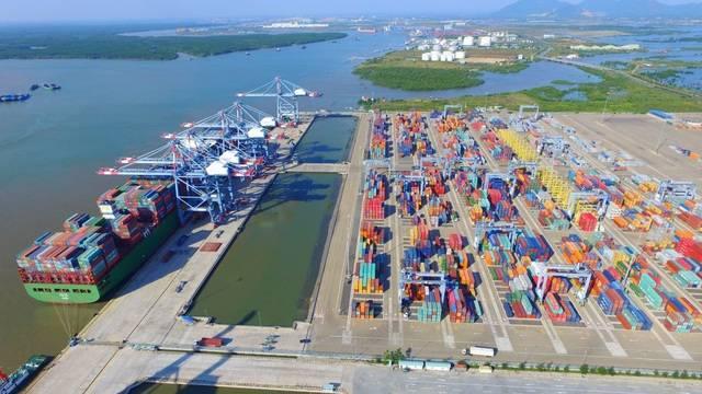 Công nghiệp và cảng biển phát triển