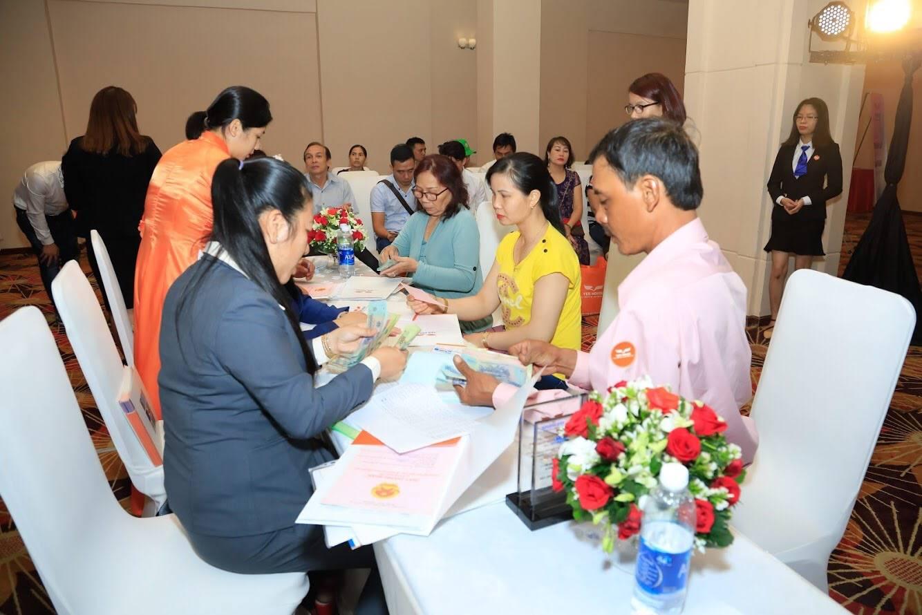 Yeshouse bàn giao sổ hồng trong buổi lễ tổ chức trang trọng